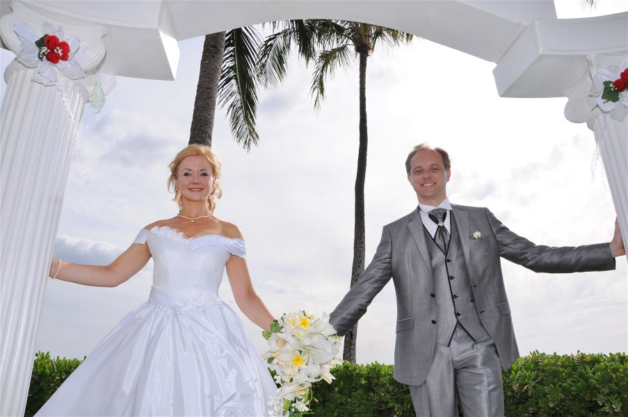 Hawaii wedding directory bridal wear for Honolulu wedding dress rental